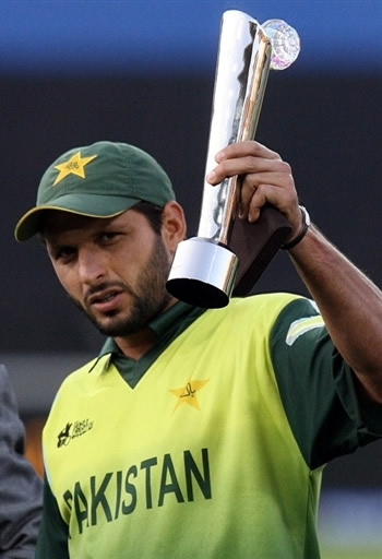 Afridi deservs to be the captain, and by performing consistently in this T20 Cup he will make a strong case