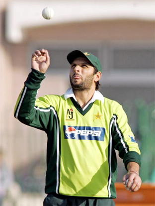 """""""I'll show Akmal how to catch a ball............."""""""