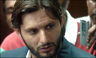 Afridi talking to the media, upset on India canceling the tour