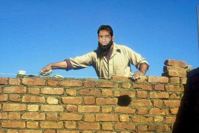 MOYO THE GREAT BUILDER